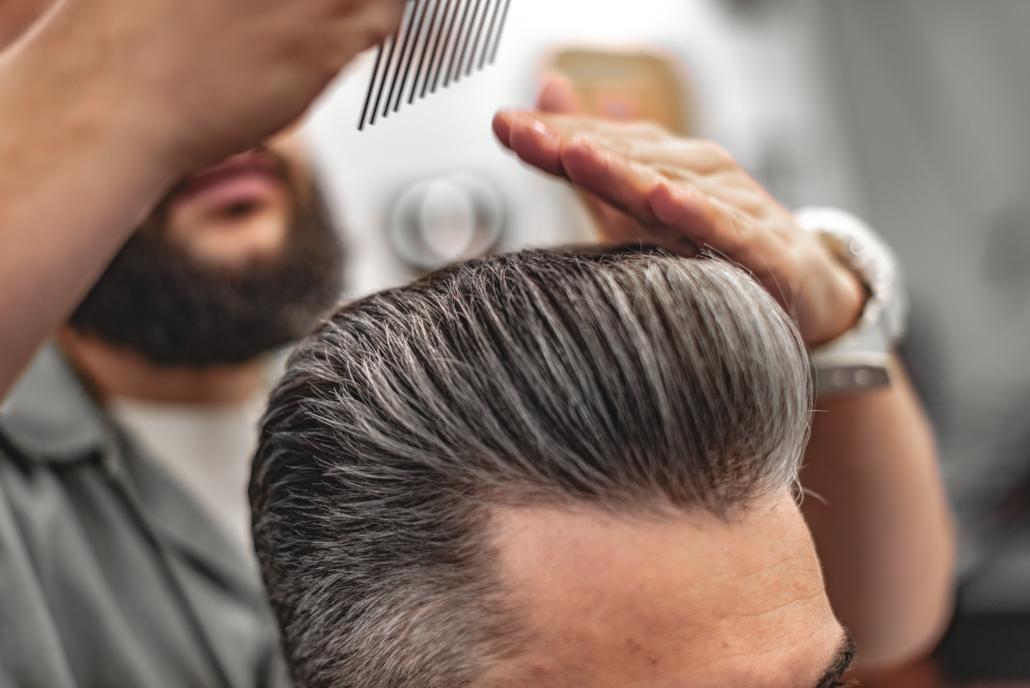 Coupe homme - cheveux gris